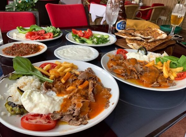 Искандер-кебаб в турецком кафе