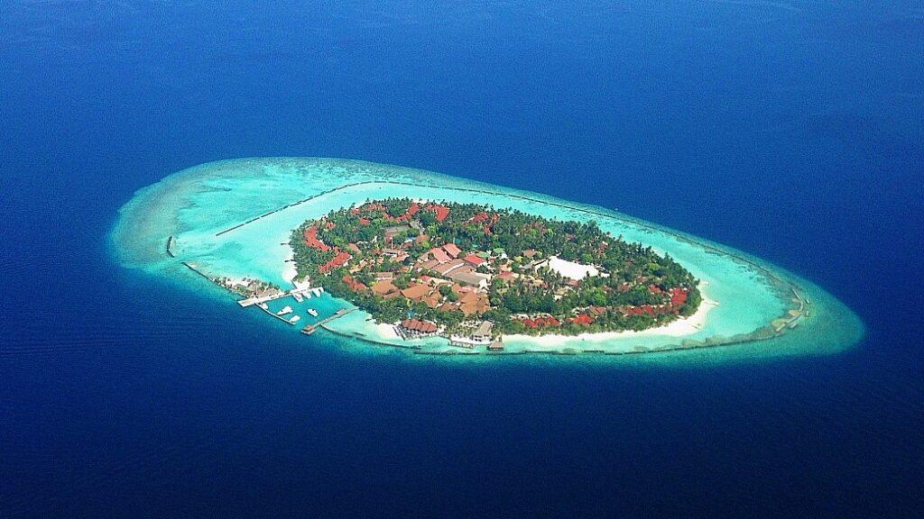 Небольшой остров