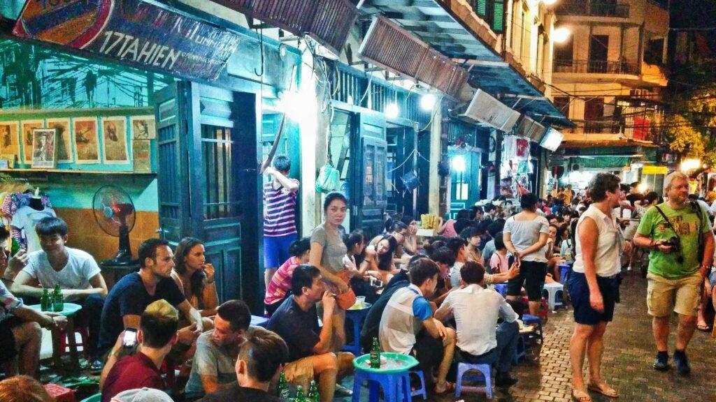 Уличные кафе Вьетнама